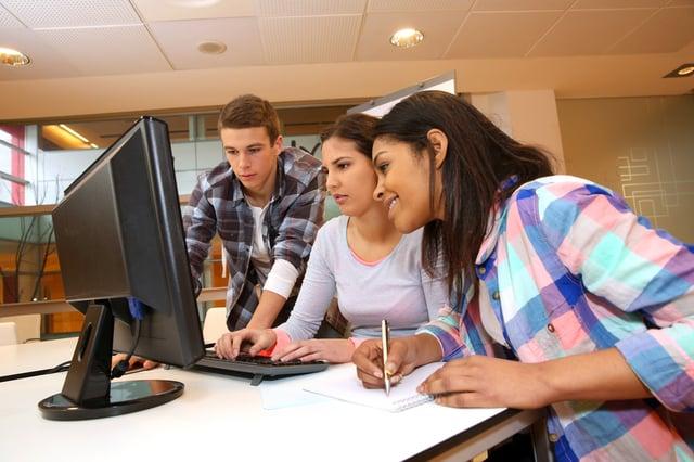 Schüler auf der Suche nach Ausbildungen