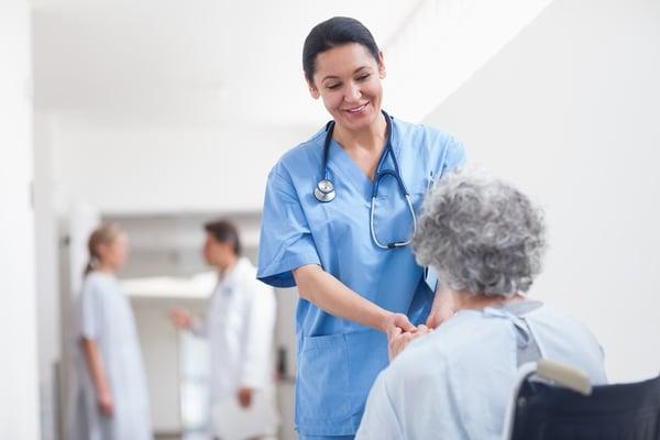 Pflegekräftemangel? 4 Tipps, wie Sie erfolgreich Pflegekräfte rekrutieren!