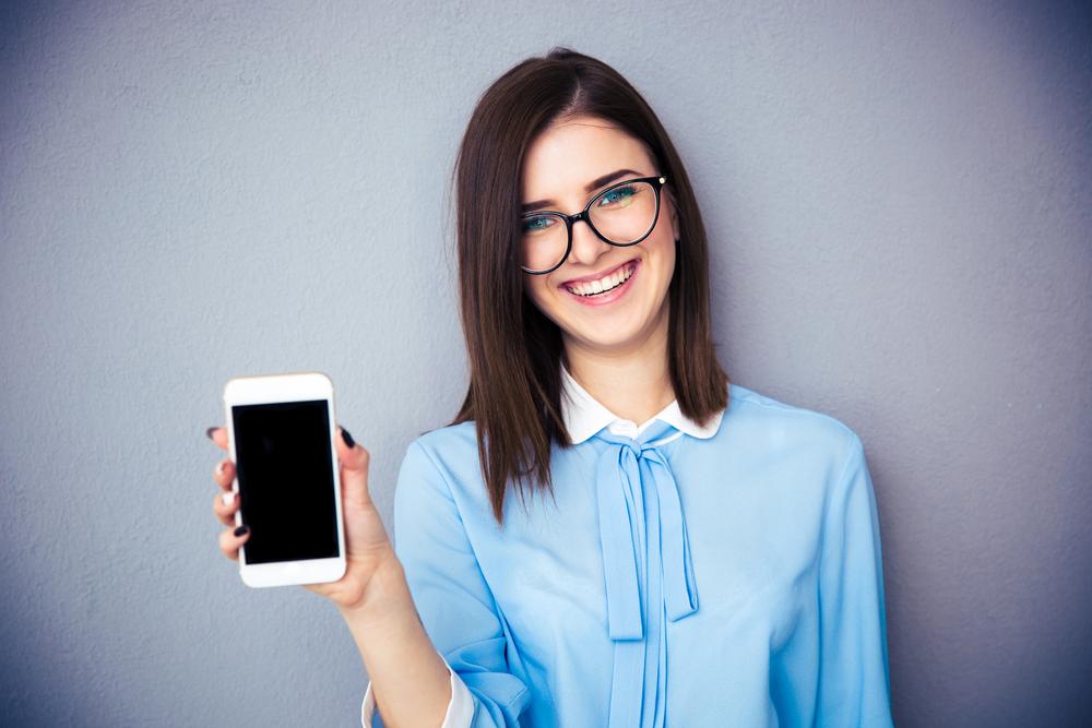 Zahlen Mobile Recruiting, Handy, lächelnde Frau